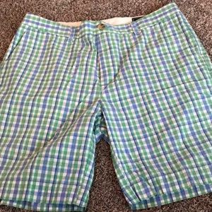 Vineyard Vines plaid shorts EUC